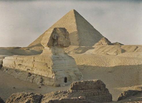 1914_10_cheopspyramide_und_sphinx-web