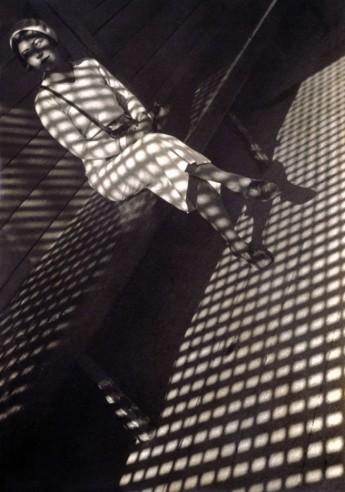 1934-girl-with-leica-web1